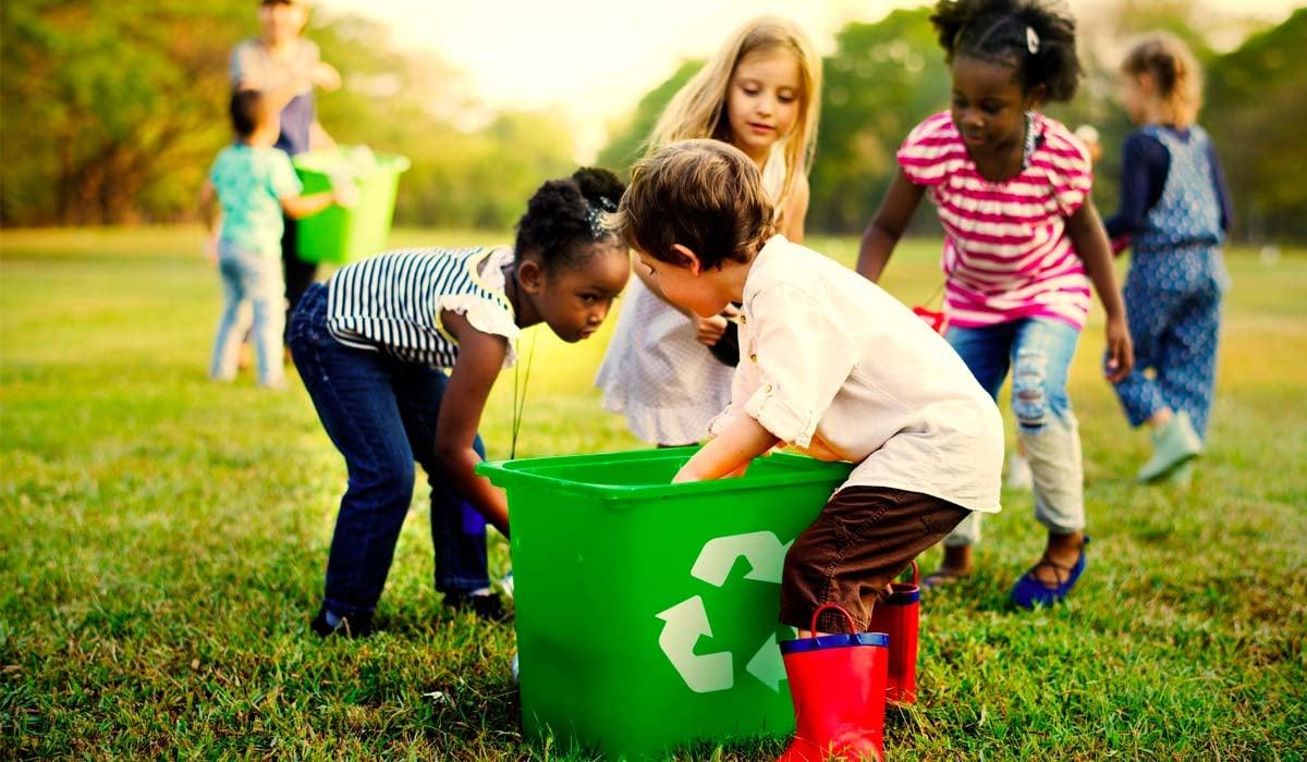 Ninos-reciclando-dia-medioambiente